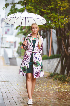 white umbrella Bella Vintage hat - green Forever 21 dress