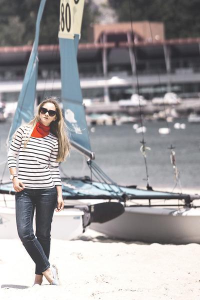 navy Uniqlo jeans