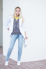 Light-blue-western56-jeans-white-converse-sneakers