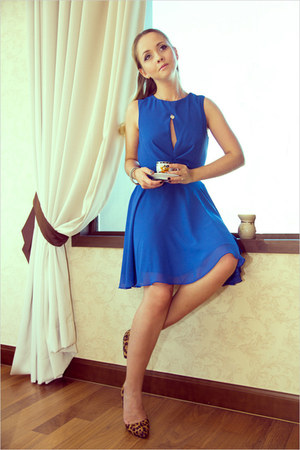 blue Love dress - burnt orange Miss Nabi heels - silver tiffany&amp;co necklace