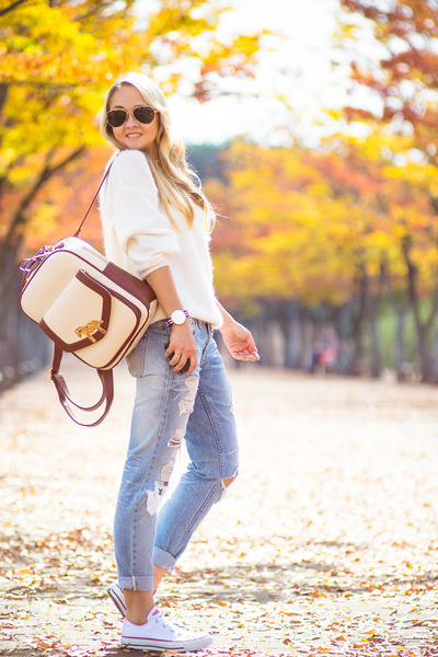 white Kate-Katy sweater - light blue 8 seconds jeans - off white OASAP bag