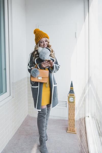 silver Styled Moscow scarf - yellow Metisu dress - gold Gvozdishe Knitting hat