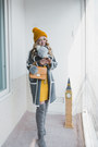 Yellow-metisu-dress-gold-gvozdishe-knitting-hat-silver-styled-moscow-scarf