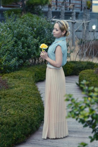 light pink Miss Nabi skirt - aquamarine Miss Nabi blouse
