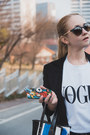 Blue-styled-moscow-bag-white-styled-moscow-t-shirt