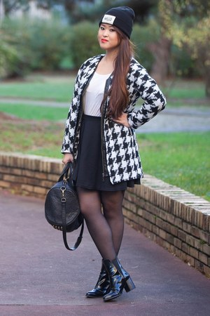 white cotton JollyChic coat - black leather Zara boots - black cotton wasted hat