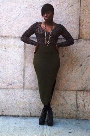 olive green midi skirt emanuel ungaro skirt - black litas Jeffrey Campbell boots