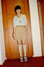 Camel-velvet-shorts-beige-socks-eggshell-top-ruby-red-wedges-brown-zara-