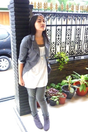blazer - intimate - necklace - boots