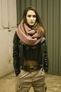 Pink-circle-nastygal-scarf-black-brandy-melville-top-camel-h-m-pants