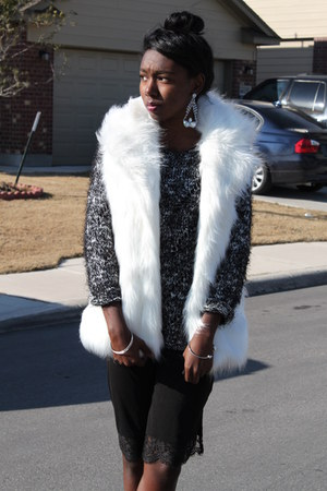 black slip H&M dress - gray black and white sweater - white faux fur vest