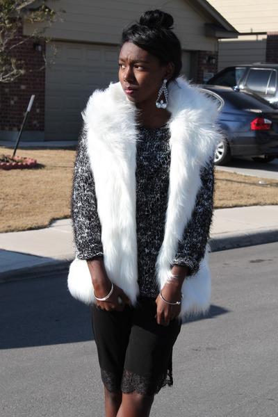 75cb1aaf7de9 black slip H&M dress - gray black and white sweater - white faux fur vest