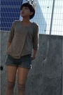 Top-shorts-beige-shoes
