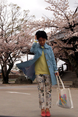 white tote invertedcommas bag - sky blue unitedarrows coat