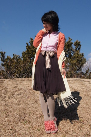 light brown pleated skirt - salmon shoes - light yellow scarf