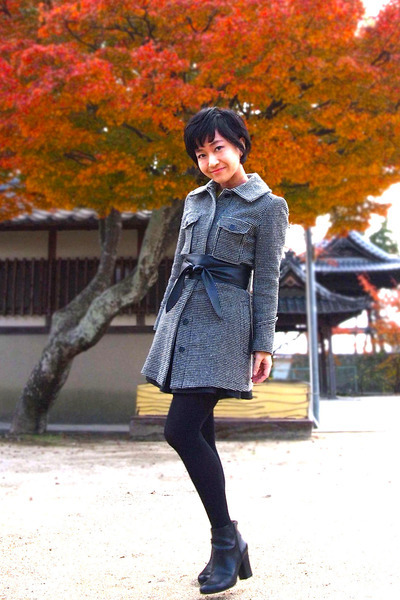 black vintage coat - black Nine West boots - black tights - black obi Zara belt