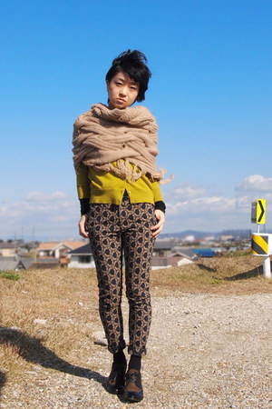 tan round scarf - brown cava cava shoes - gold JCrew cardigan
