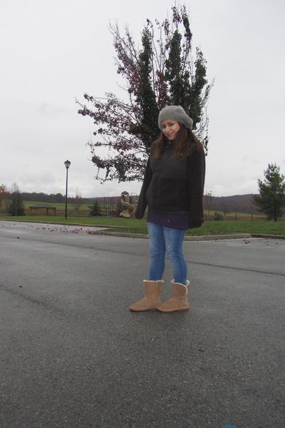 Ugg Boots, H\u0026M Leggings, H\u0026M Hats