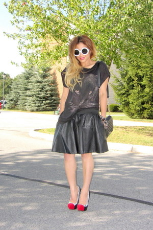 black leather skirt AX skirt - black Forever 21 bag - black JustFab pumps