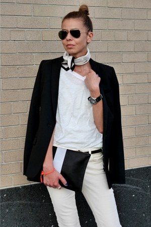 black fitted madewell blazer - black leather clutch Clare Vivier purse