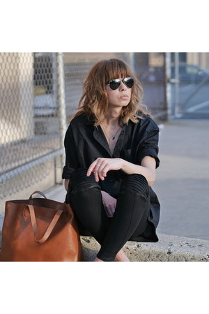 black oversized madewell shirt - burnt orange leather madewell bag