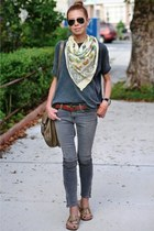charcoal gray skinny James jeans - light yellow f21 scarf