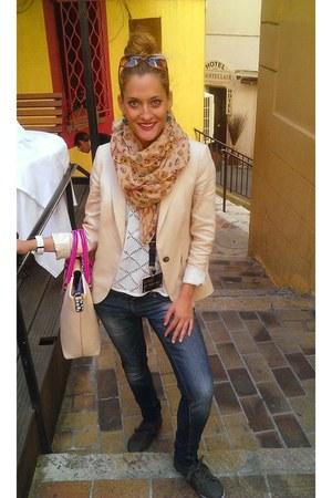 navy Zara jeans - ivory Zara jacket - nude Zara scarf - hot pink Topshop bag