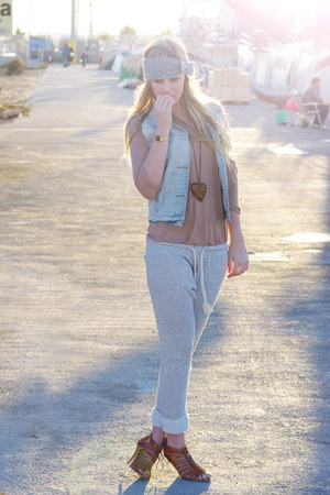 Zara pants - Zara vest - H&M t-shirt - pull&bear shoes