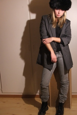 hat - jacket - sweater - jeans - shoes