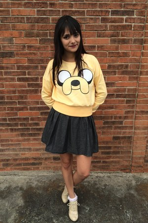 yellow adventure time Hada de Sol sweater - gray skirt