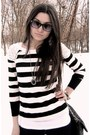 Necklace-beige-boots-stripe-shirt-black-chain-bag-wayfarer-sunglasses