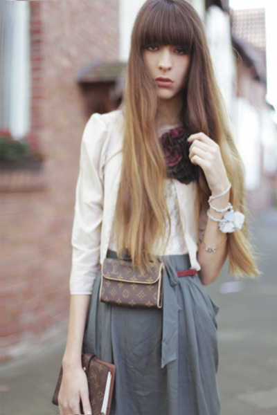 turquoise blue Villa skirt - black asos tights - beige COS blouse