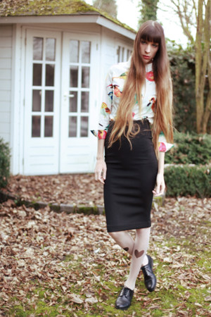 black heart printed tights - ivory bird printed Nat&Tim blouse - black skirt