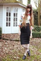 black heart printed tights - ivory bird printed Nat&Tim blouse - black skirt