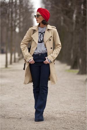 Chanel top - Zara coat - Chanel bag - Ray Ban sunglasses - vintage accessories