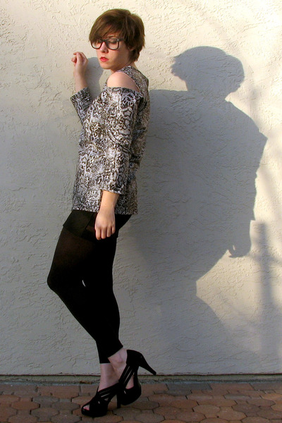 silver snake print romwe top - black footless costco leggings