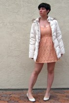 peach lace Forever 21 leggings - cream mackintosh coat - cream predictions heels