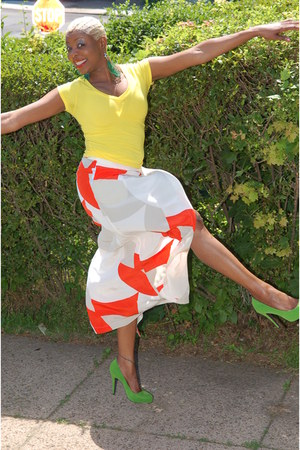 carrot orange long skirt H&M skirt - chartreuse suede Mixx heels