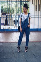 How to combine denim dungarees