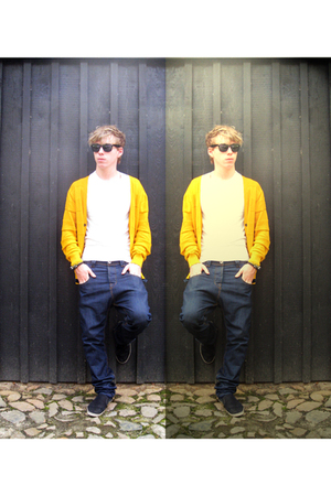 H&M shirt - Bershka jeans - Ray Ban sunglasses