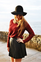 black H&M hat - crimson Mango sweater - black Stradivarius skirt