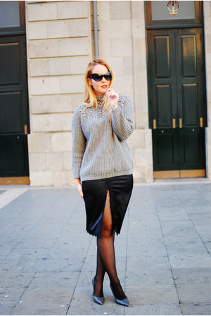 heather gray Zara sweater - black zeroUV sunglasses