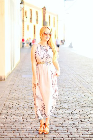 light brown Chloe sunglasses - light pink Fashionmia dress