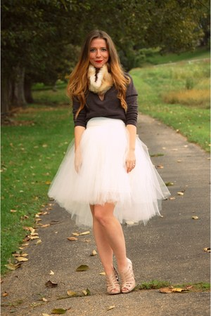 tulle skirt - fur collar accessories