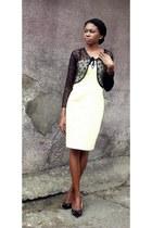black Enzo Angiolini shoes - light yellow Cotton Club dress