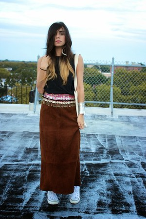 Bohemian Belt belt - Peta bag - Converse sneakers - No Relation Vintage skirt