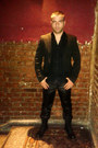 Dr-martens-boots-zara-black-label-blazer-zara-basic-shirt-custom-pants