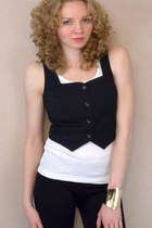black vintage vest - white top - gold bracelet