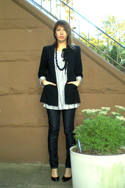 Zara blazer - H&M top - Uniqlo jeans - forever 21 necklace - Nine West shoes