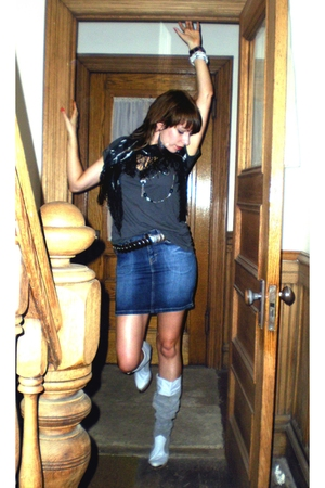 forever 21 t-shirt - H&M skirt - Thrift Store boots - Thrift Store belt - Expres